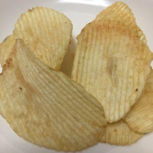 アラポテトじゃがバター味チップス画像